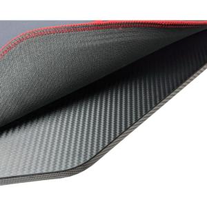 Blat imitatitie carbon acoperit de mousepad negru si rosu